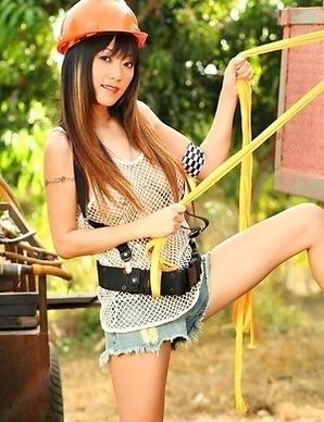 Jenny Wu really doesn't mind where she is at, because if she feels horny, she will stop in the middle of the way and get her needs satisfied.