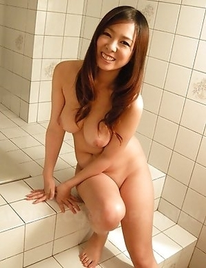 Asuka poses naked in the bath
