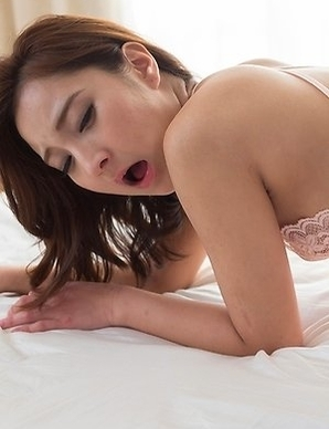 Uika Hoshikawa wearing pantyhose and jerking his cock with her beautiful feet