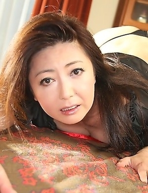 Hot lady Ayano Murasaki shows off