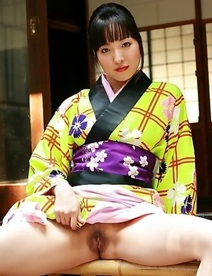 Asian lady bares her tight cunt