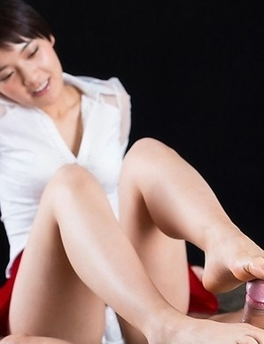 Beauty in red Ai Mukai fingers herself before using her feet to get her slave off