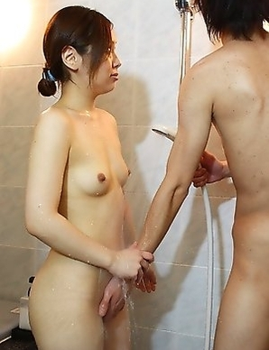 Makoto Kurosaki joins us in the shower and gives our meat puppet a pleasurable handjob