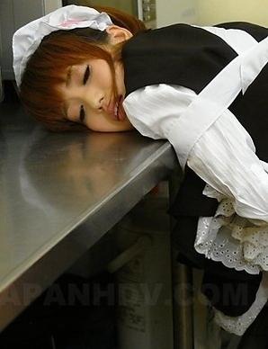 Yui Shimizu rubs her pussy at work