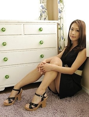 Yanagida Yayoi shows her sexy body