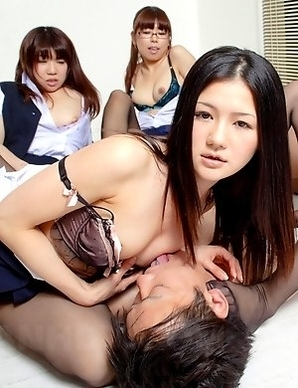 Amu Umino and her very sexy girls