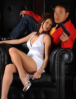 Runa Sesaki shows her hot body