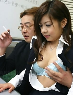 Shino Nakamura gives in to her boss