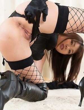 Latex-clad seductress Shino Aoi gives a femdom-style FJ in her sexy fishnets
