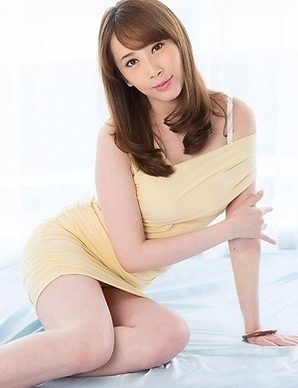 Leggy and horny hottie Aya Kisaki masturbates and gives a pantyhose job