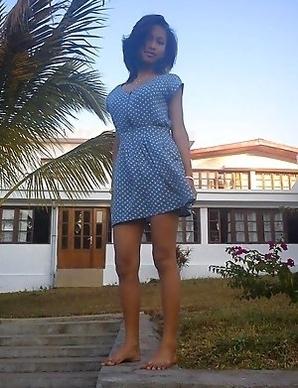 Asian GF posing sexy in her hot selfpics