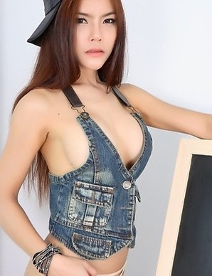 Young Asian Veevie showing her hairy pussy