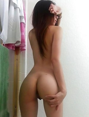 Sexy ass Japanese chick strips naked on cam
