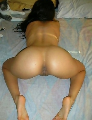 Asian chick displays tight body in the nude
