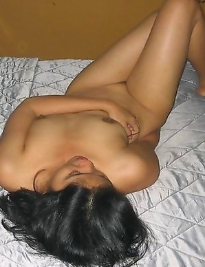 Indonesian GF spreading and posing sleazy