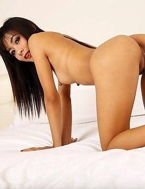 Thai babe strips off and makes white man's dick
