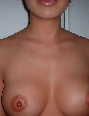 Super hot amazing asian babe with really nice boobs