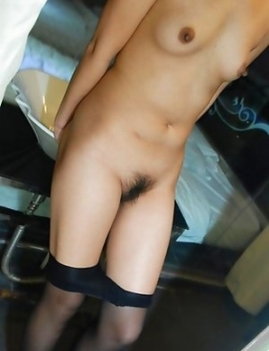 Naked Korean chick in sleazy poses