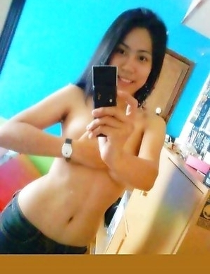 Sexy Asian girlfriends posing for the cam