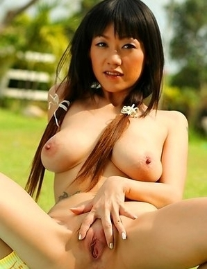 Gorgeous Jenny Wu decided to enjoy having picnic on her friend's farm.