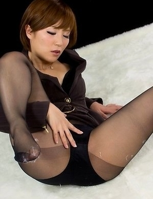 Stockings-clad hottie Kaede Oshiro showing her goodies in a solo gallery