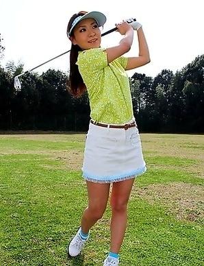 Sexy Erika Hiramatsu playing golf
