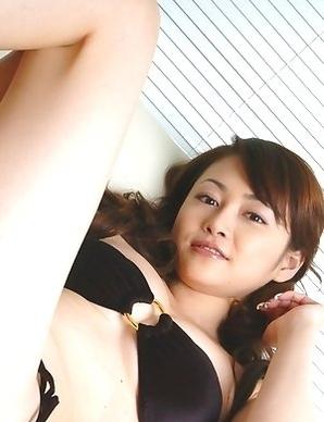 Anri Sugihara spoils generous bazoom bas with shower on bra