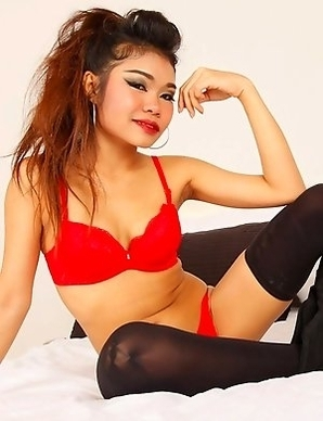 Cock-craving Thai stunner Kandi unleashes desires on new white BF