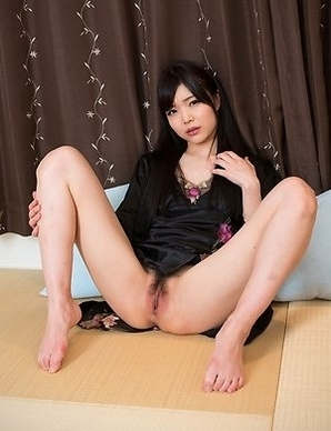 Bush-sporting JAV hottie Shino Aoi using her perfect feet in a footjob scene