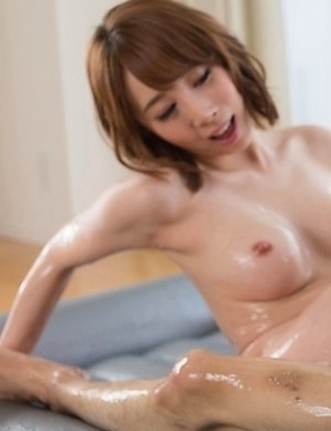 Short-haired hoe with natural curves Kisaki Aya giving a great oily footjob