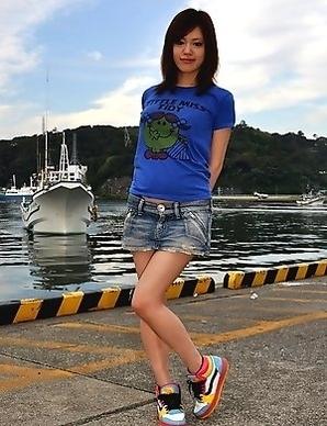 Hinata Serina showing off outdoors