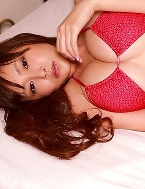 Anri Sugihara shows huge tits in bra and takes skirt off