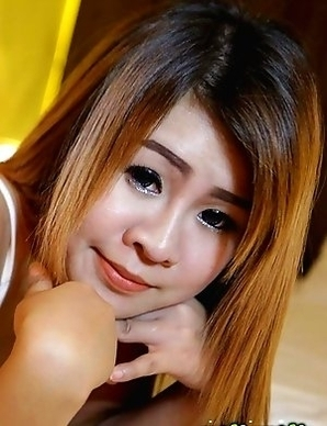 Shy Thai girl Puy gorges and rides white travelers cock on her blind date